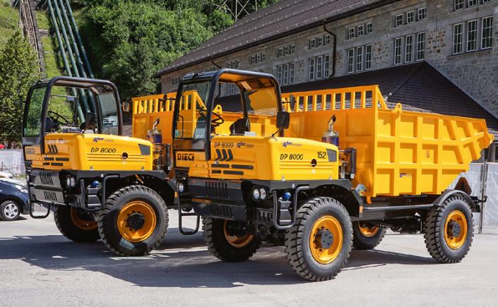 Zwei DIECI Dumper stehen bereit für ihren Einsatz auf der hochalpinen Baustelle «Ritomsee» auf 1850 Metern über Meer.