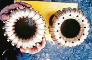 Damit Geologen Bohrkerne erhalten, kommen Bohrkronen zum Einsatz. Sie fräsen sich in das Gestein und hinterlassen in der Mitte den Bohrkern (Foto: © Comet Photoshopping, Dieter Enz).