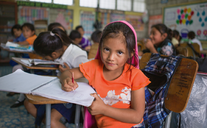 «Das Gehirn der Kinder mit wichtigen Informationen füttern»; Schülerin in Marcala. | (Fotos: Santiago Engelhardt / Fairtrade Max Havelaar)