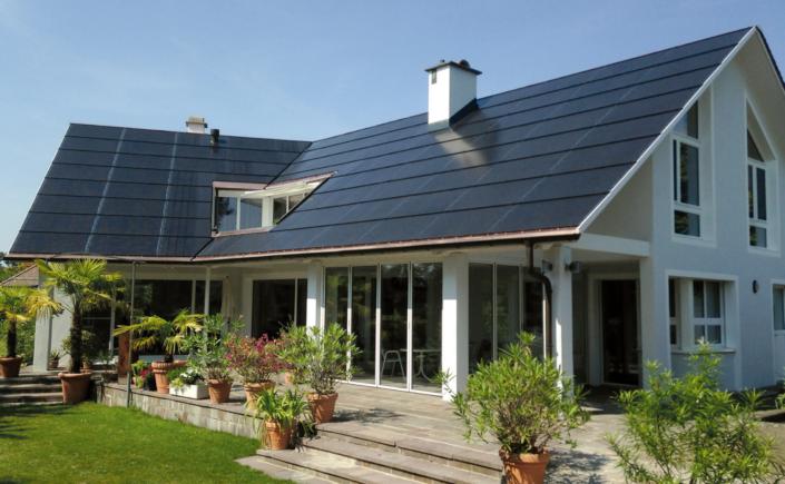 Mit dem Energiedach kann eine Familie vom eigenen Strom leben.